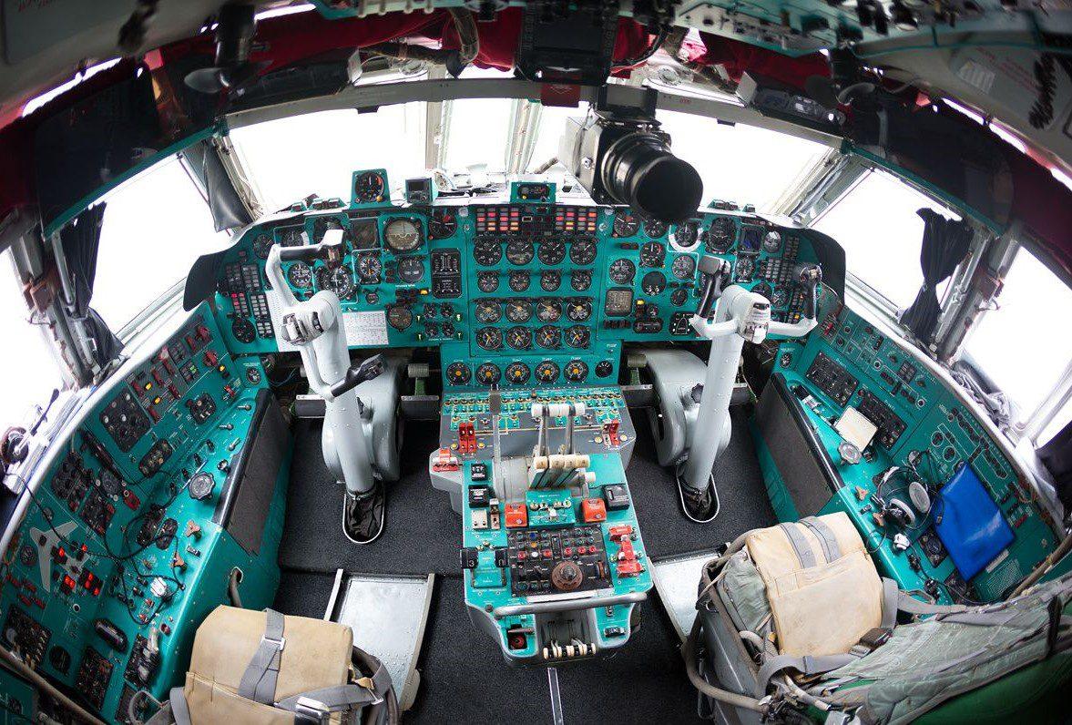 IL 76 cockpit images